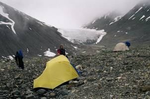 Hiking to Nadahini Glacier